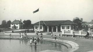 Black and white photograph of Hamworthy Park paddling pool
