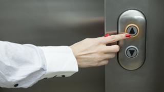 Panel de control de un ascensor