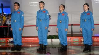 (從左至右)「太空180」試驗的4名志願者唐永康、羅傑、吳世雲、仝飛舟進艙前亮相(中新社圖片17/6/2016)