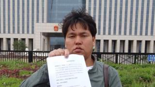 今年5月23日,刘忠林在律师的陪同下向吉林省高院递交了国家赔偿申请书。
