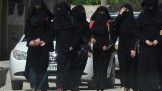 فتيات من تنظيم الدولة الاسلامية