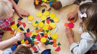 يقول المعلمون إن عددا متزايدا من الأطفال الفقراء يجدون صعوبة في التعلم