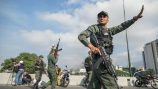 Militares que apoyan a Guaidó