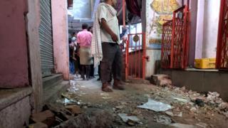क्षतिग्रस्त हुए मंदिर का गेट