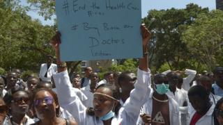 Doctors wey dey protest for Kenya.