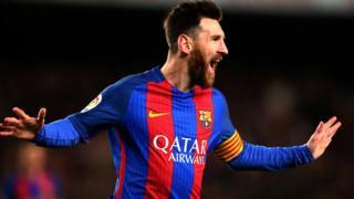 Lionel Messi jubile après un but marqué. Il est condamné à réaliser un exploit pour faire passer le FC Barcelone en 1/4 de finales de la Ligue des champions