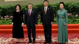 Shavkat Mirziyoyev va Shi Jinping rafiqalari bilan