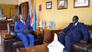 Le Président burundais Pierre Nkurunziza (G) et Michel Kafondo, l'envoyé spécial du Secrétaire Général des Nations Unies pour le Burundi