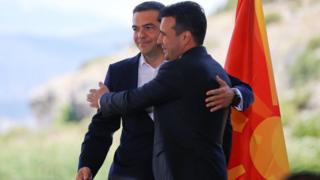 Премьеры Греции и Македонии на торжественной церемонии у озера Преспа