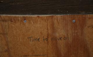 「先に進む時が来た」立ち退きの際、教会の扉に走り書きされたメッセージ