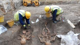 Skeletons found in Cambridge dig