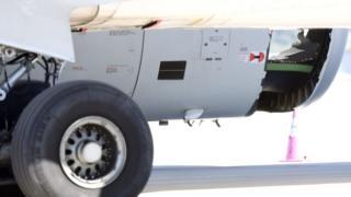 執飛東航MU736航班的空客A330客機降落後停放於悉尼機場一角(12/6/2017)