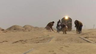 آهنگ آهسته قطار باری پاکستان به ایران؛ شن و ناامنی مانعی سر راه تجارت دو کشور