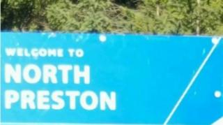 캐나다에서 가장 오래된 흑인 공동체인 노스 프레스턴 방문을 환영하는 내용의 표지판