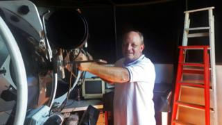 Víctor Buso com seu telescópio