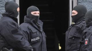 صورة لرجال من الشرطة الألمانية