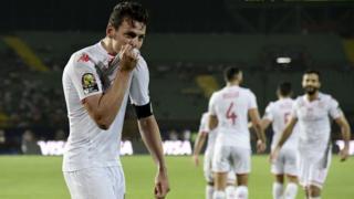 Le milieu de terrain tunisien Youssef Msakni célèbre après avoir marqué un but.