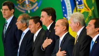 Bolsonaro e sua equipe de ministros