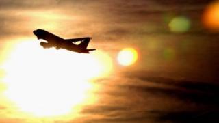Pesawat tak bisa diterbangkan karena terlalu panas di Arizona.