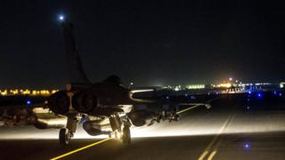 A French fighter jet is seen on the runway at an undisclosed location (17 November 2015)