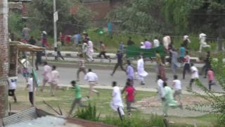 Protesters fleeing gunfire in Soura, Srinagar