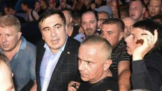 В воскресенье Саакашвили удалось попасть на территорию Украины, несмотря на противодействие пограничников и полиции