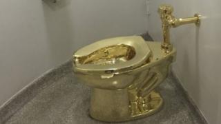 مرحاض من الذهب