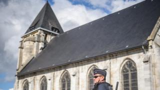 Церковь в Сент-Этьен-дю-Рувре