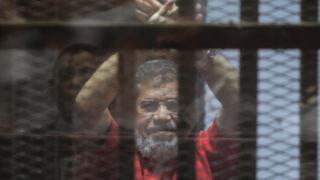 Смещенный экс-президент Египта Мохаммед Мурси умер в зале суда