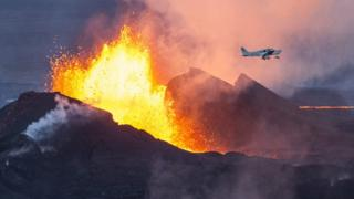 A plane flies over the Bardarbunga eruption