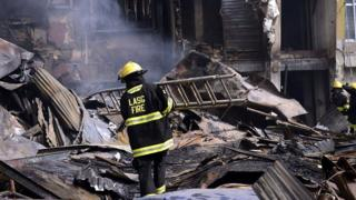Lagos state fire fighter dey work for Balogun market fire on January 12 2019
