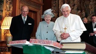 Королева, герцог Эдигбургский и папа Бенедикт