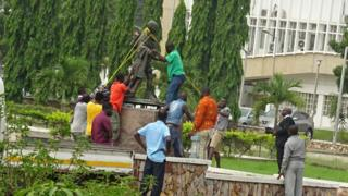 Ghana Foreign Ministry remove Mahatma Gandhi statue from University campus