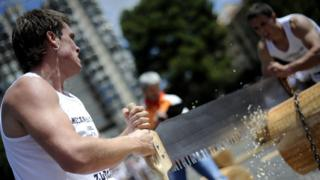 Basque traditional sawing contest