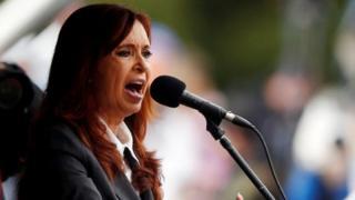 La expresidenta de Argentina, Cristina Fernández, es investigada en una causa por corrupción y fraude.