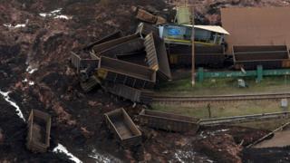 برازیل کے ماحولیاتی وزیر اور وفاقی سیکریٹری برائے سِول دفاع نے متاثرہ علاقے کا دورہ کیا اور صدر جئیر بولسونارو ہفتے کے روز جگہ کا دورہ کریں گے۔