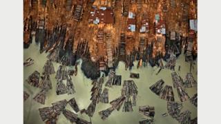 Лесопилка #1, Лагос, Нигерия. Фото Эдварда Буртинского (Flowers Gallery, London/Metivier Gallery, Toronto)