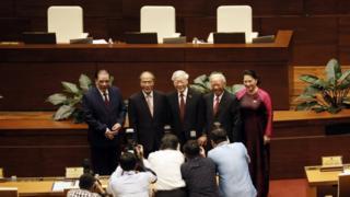 Năm chủ tịch quốc hội Việt Nam chụp ảnh lưu niệm hôm 21/10