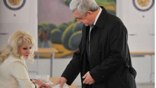 Учурдагы мамлекет башчысы Серж Саргсяндын экинчи мөөнөтү 2018-жылы аяктап, кийинки Президент парламент тарабынан тандалат.