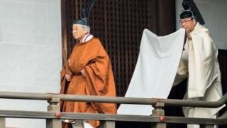 Japon İmparatoru sade bir törenle tahttan feragat etti