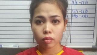 Siti Aisyah, mwanamke kutoka Indonesia, aliyekamatwa kwa kuhusika na mauaji ya nduguye kim Jong un