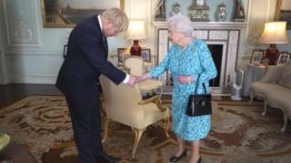جونسون والملكة