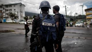 Cameroonian policemen wey patrol di market inside majority of English-speaking South West province inside Buea
