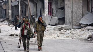 Doğu Halep'te ilerleyen Suriye hükümeti yanlısı askerler