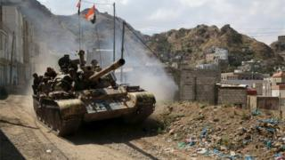 Yemeni government tank (file photo)
