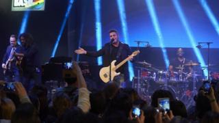 Alejandro Sanz performing in Madrid