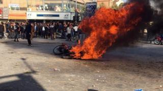 اعتراضها به گران شدن بنزین در ایران