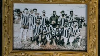 Portarretrato dos tios de Leonila em jogo de futebol em Eldorado