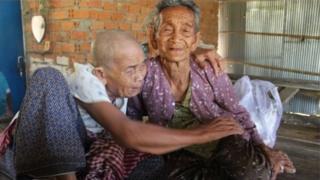 سيدتان كمبوديتان