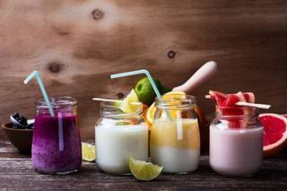 Різнокольорові йогурти